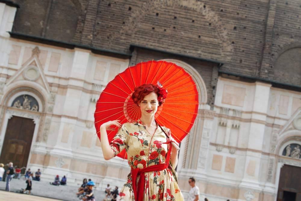 Eve La Plume performer italiana di burlesque